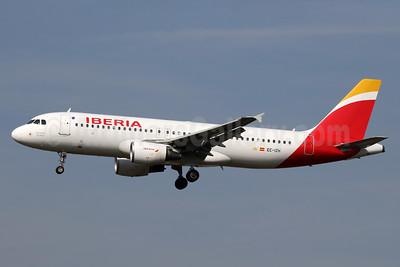 Iberia Airbus A320-214 EC-IZH (msn 2225) LHR (SPA). Image: 935218.