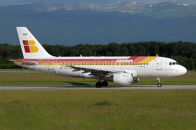 Iberia Airbus A319-111 EC-HGS (msn 1180) GVA (Paul Denton). Image: 909738.