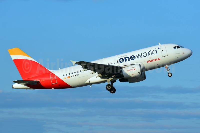 Iberia Airbus A319-111 EC-KHM (msn 3209) (member of Oneworld) BSL (Paul Bannwarth). Image: 943002.