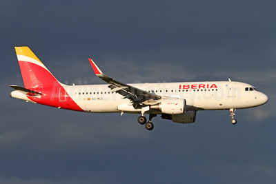 Iberia Airbus A320-214 WL EC-MCS (msn 6244) ZRH (Andi Hiltl). Image: 935219.
