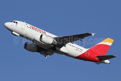 Iberia Airbus A319-111 EC-KKS (msn 3320) LHR (SPA). Image: 940794.