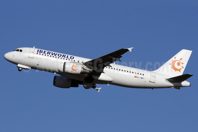 Iberworld Airlines Airbus A320-214 EC-IMU (msn 1130) LGW (Antony J. Best). Image: 903140.