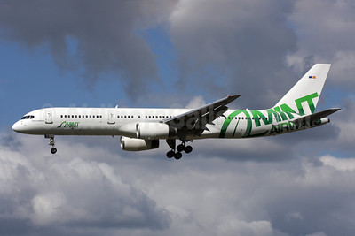 Mint Airways Boeing 757-28A EC-LHL (msn 24544) LGW (Antony J. Best). Image: 905429.