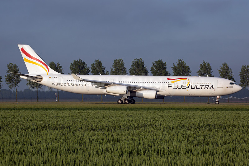 Plus Ultra Lineas Aereas Airbus A340-313 EC-MFA (msn 212) AMS (Rainer Bexten). Image: 933450.