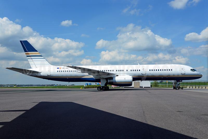 Privilege Style Lineas Aereas Boeing 757-256 EC-ISY (msn 26241) AMS (Ton Jochems). Image: 920644.