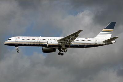 Privilege Style Lineas Aereas Boeing 757-256 EC-ISY (msn 26241) (Sevila Futbol Club, SAD) LGW (Antony J. Best). Image: 903924.