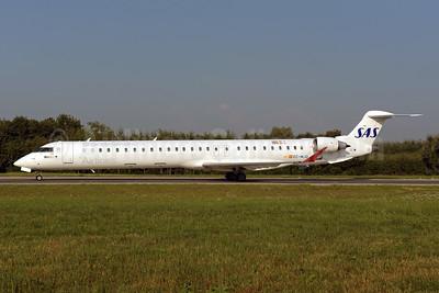 Scandinavian Airlines-SAS - Air Nostrum Bombardier CRJ1000 (CL-600-2E25) EC-MJQ (msn 19047) ZRH (Rolf Wallner). Image: 942956.