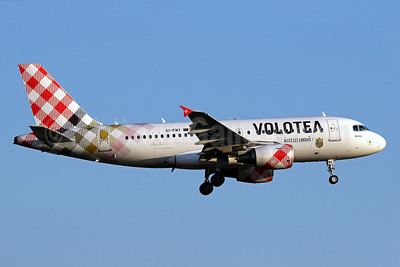 Volotea Airbus A319-111 EI-FMY (msn 2253) (F.C. Nantes) PMI (Javier Rodriguez). Image: 934864.