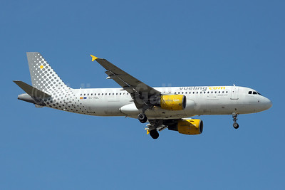 Vueling Airlines (Vueling.com) Airbus A320-214 EC-HQL (msn 1461) MAD (Paul Denton). Image: 909519.