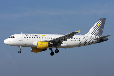 Vueling Airlines (Vueling.com) Airbus A319-111 EC-JXV (msn 2897) ZRH (Andi Hiltl). Image: 913365.