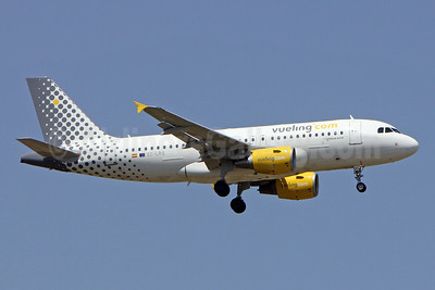 Vueling Airlines (Vueling.com) Airbus A319-112 EC-LRS (msn 3704) BCN (Pedro Baptista). Image: 910231.