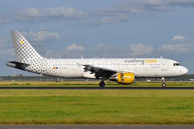 Vueling Airlines (Vueling.com) Airbus A320-214 EC-LOP (msn 4937) AMS (Tony Storck). Image: 936029.