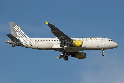 Vueling Airlines (Vueling.com) Airbus A320-211 EC-FQY (msn 356) MAD (Paul Denton). Image: 909518.