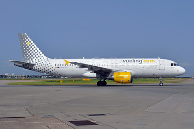 Vueling Airlines (Vueling.com) Airbus A320-214 EC-JZI (msn 2988) LHR (Dave Glendinning). Image: 908811.