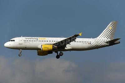 Vueling Airlines (Vueling.com) Airbus A320-216 EC-KMI (msn 3400) ZRH (Rolf Wallner). Image: 954460.