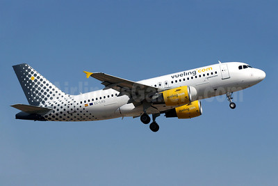 Vueling Airlines (Vueling.com) Airbus A319-112 EC-LRS (msn 3704) PMI (Javier Rodriguez). Image: 908585.
