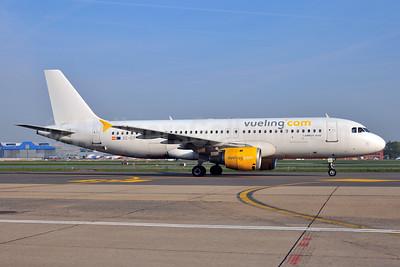 Vueling Airlines (Vueling.com) Airbus A320-211 EC-ICT (msn 264) BRU (Ton Jochems). Image: 955354.