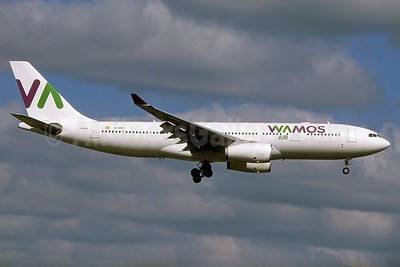 Wamos Air Airbus A330-243 EC-MNY (msn 261) LGW (Robbie Shaw).Image: 937689.