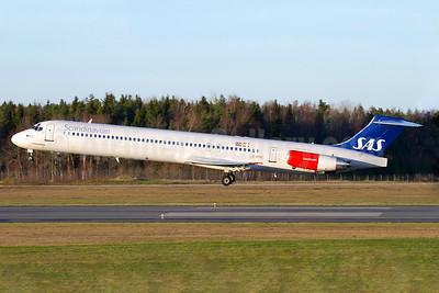 Scandinavian Airlines-SAS McDonnell Douglas DC-9-82 (MD-82) LN-RMR (msn 53365) ARN (Stefan Sjogren). Image: 935373.