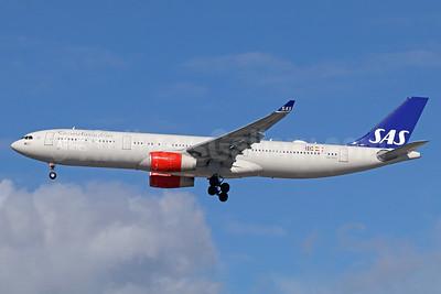 Scandinavian Airlines-SAS Airbus A330-343 LN-RKU (msn 1715) LAX (Michael B. Ing). Image: 937556.