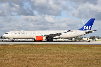Scandinavian Airlines-SAS Airbus A330-343 LN-RKM (msn 496) MIA (Bruce Drum). Image: 104641.