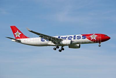Edelweiss Air Airbus A330-343 HB-JHQ (msn 1193) ZRH (Pascal Simon). Image: 908370.