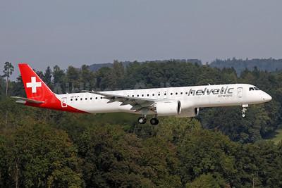 Helvetic Airways Embaer ERJ 190-E2 (ERJ 190-300 STD) HB-AZK (msn 19020058) ZRH (Andi Hiltl). Image: 955377.