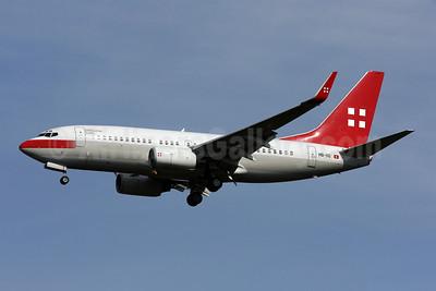 PrivatAir (Lufthansa) Boeing 737-7CN WL (BBJ) HB-IIQ (msn 30752) IAD (Brian McDonough). Image: 902991.