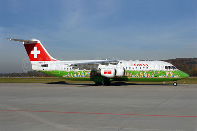 Swiss European Air Lines BAe RJ100 HB-IYS (msn E3381) (Shopping Paradise Zurich Airport) ZRH (Rolf Wallner). Image: 905787.