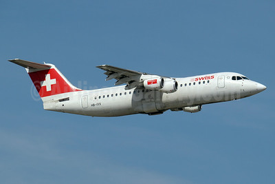 Swiss European Air Lines BAe RJ100 HB-IXX (msn E3262) GVA (Paul Denton). Image: 910213.