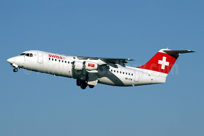 Swiss European Air Lines BAe RJ100 HB-IYW (msn E3359) LHR (SPA). Image: 947925.