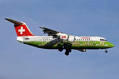Swiss European Air Lines BAe RJ100 HB-IYS (msn E3381) (Shopping Paradise Zurich Airport) ZRH (Jay Selman). Image: 402127.