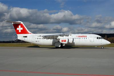 Swiss European Air Lines BAe RJ100 HB-IYT (msn E3380) ZRH (Rolf Wallner). Image: 907006.