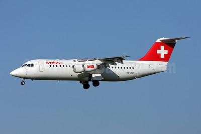 Swiss European Air Lines BAe RJ100 HB-IYW (msn E3359) ZRH (Andi Hiltl). Image: 907007.
