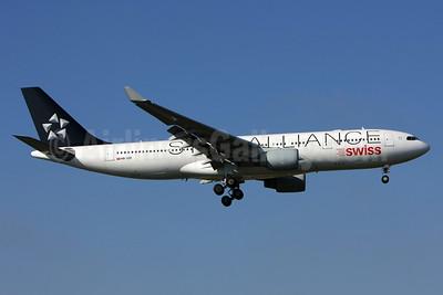 Swiss International Air Lines Airbus A330-223 HB-IQR (msn 324) (Star Alliance) LIS (Pedro Baptista). Image: 903016.