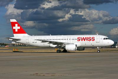 Swiss International Air Lines Airbus A320-214 HB-JLR (msn 5037) LHR. Image: 938354.