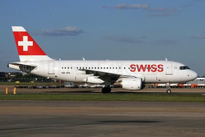 Swiss International Air Lines Airbus A319-112 HB-IPX (msn 612) LHR. Image: 931905.