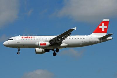 Swiss International Air Lines Airbus A320-214 HB-IJI (msn 577) LHR (Bruce Drum). Image: 101647.