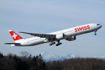 Swiss International Air Lines Boeing 777-3DE ER HB-JNG (msn 62752) PAE (Nick Dean). Image: 936824.