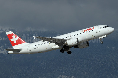 Swiss International Air Lines Airbus A320-214 HB-IJQ (msn 701) GVA (Paul Denton). Image: 933108.