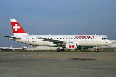Swiss Sun Airbus A320-214 HB-IJU (msn 1951) LHR (SPA). Image: 941397.