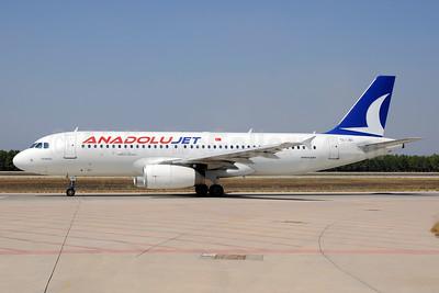 AnadoluJet (Turkish Airlines) Airbus A320-232 TC-JBI (msn 3308) AYT (Ton Jochems). Image: 911547.