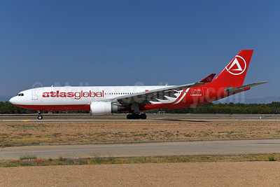 AtlasGlobal Airlines (Turkey) Airbus A330-203 TC-AGL (msn 700) AMS (Ton Jochems). Image: 946202.