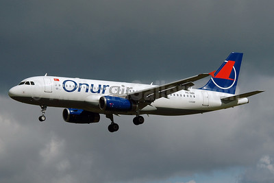 Onurair Airbus A320-233 TC-OBI (msn 1509) MAN (Nik French). Image: 905038.