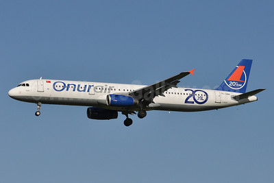 Onurair Airbus A320-233 TC-OBK (msn 792) (20th year) AMS (Tony Storck). Image: 912265.