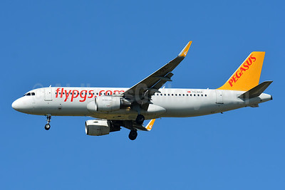 Pegasus Airlines (flypgs.com) Airbus A320-214 WL TC-DCE (msn 6465) BSL (Paul Bannwarth). Image: 946873.
