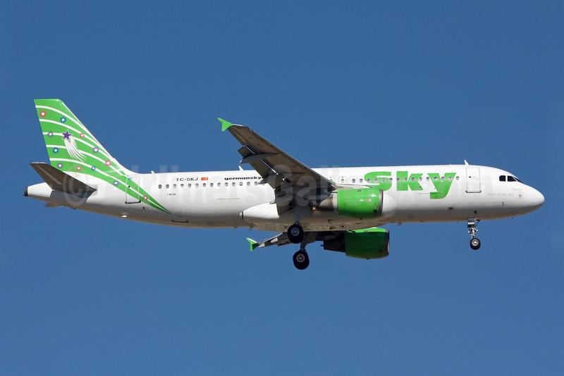Sky Airlines (Turkey) Airbus A320-211 TC-SKJ (msn 138) AYT (Ole Simon). Image: 903379