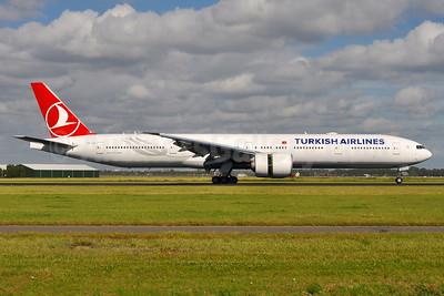 Turkish Airlines Boeing 777-3F2 ER TC-LJI (msn 44130) AMS (Tony Storck). Image: 935625.