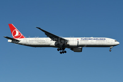 Turkish Airlines Boeing 777-3F2 ER TC-LJF (msn 44127) JFK (Fred Freketic). Image: 935143.