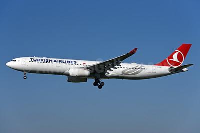 Turkish Airlines Airbus A330-343 TC-LOG (msn 1651) ZRH (Rolf Wallner). Image: 943020.